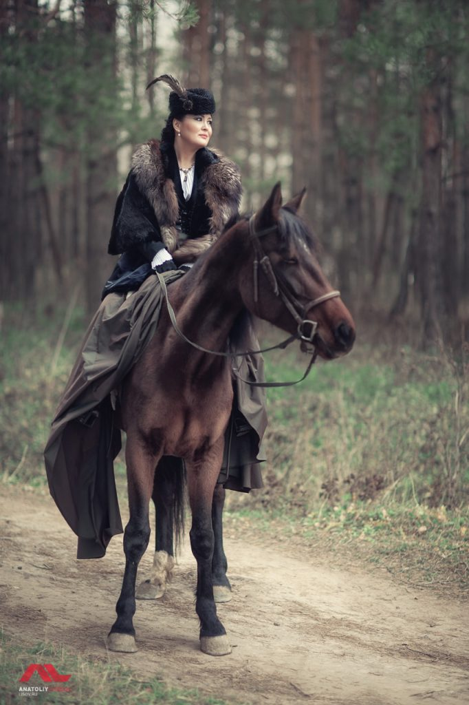 Женщина на лошади