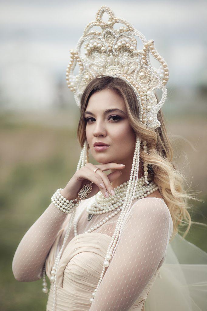 Портрет девушки в белом