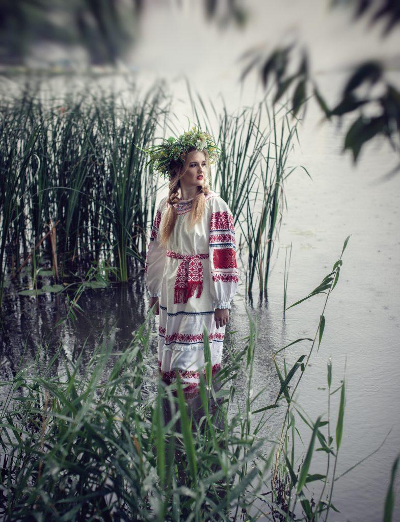 Фотосет у воды в русском стиле Иван Купала
