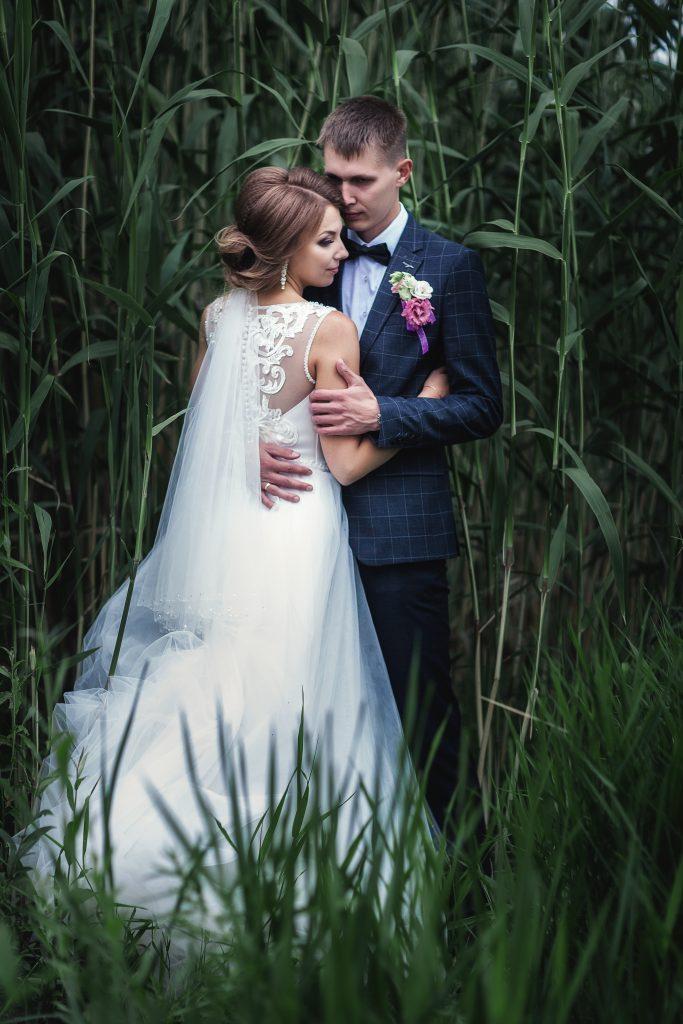 Жених и невеста в камыше