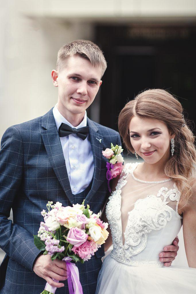 Молодые жених и невеста
