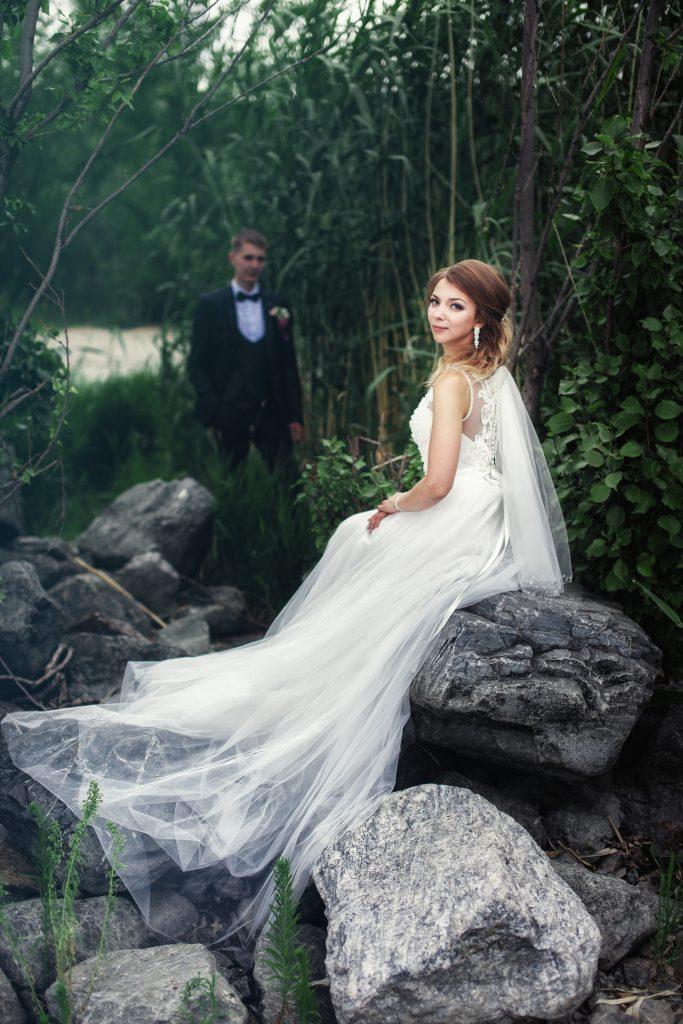 Жених и невеста у водыы